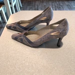 Brand new leather snakeskin pumps 7 1/2